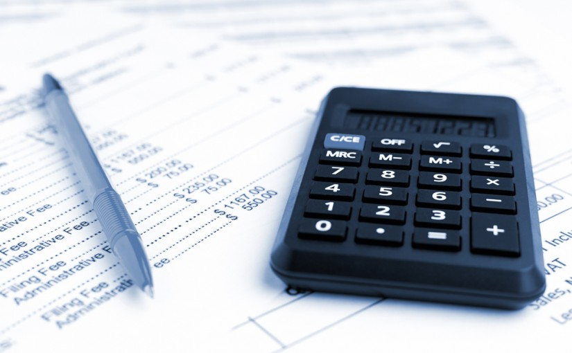 Accounting,Business,Concept.,Close-up,Calculator,With,Pen,At,Financial,Report